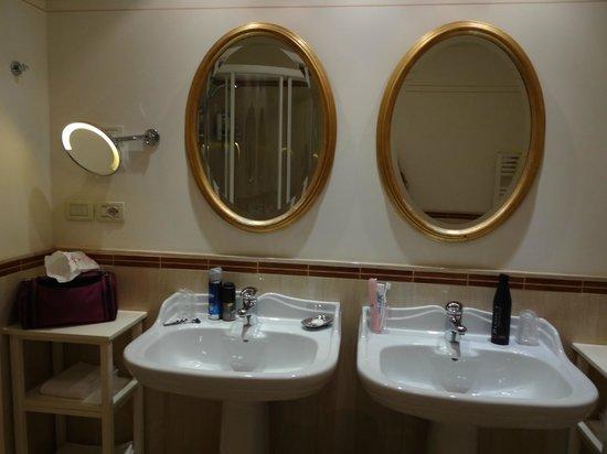 Alpen Suite Hotel: ROOM