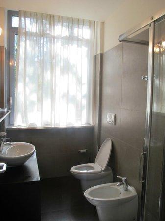 Residence Diamanterosso: The Bathroom