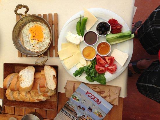 Rocca Restaurant: Turkish breakfast!!