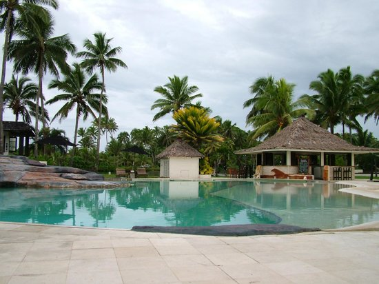 The Pearl Resort: Lovely pool and poolside bar