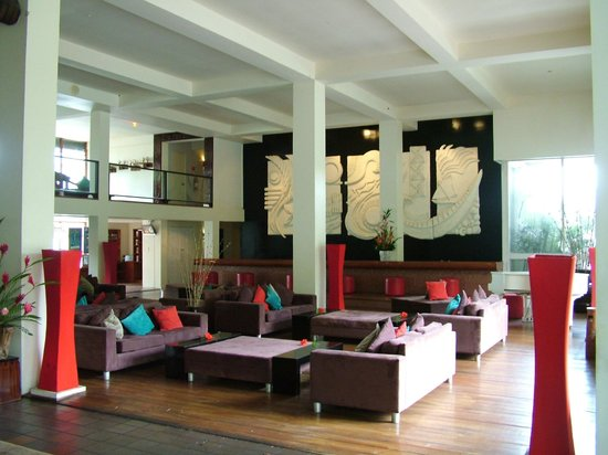 The Pearl Resort: The foyer and reception area