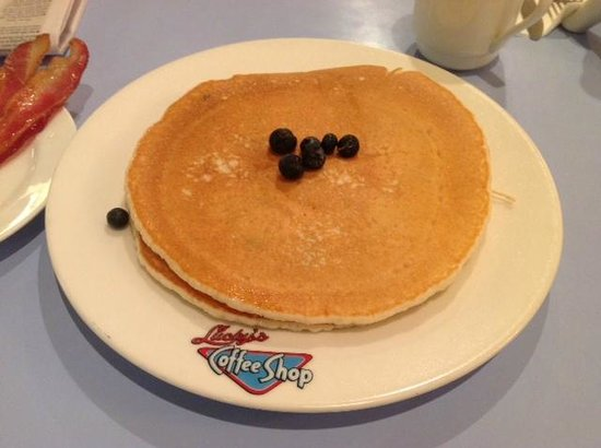 Lucky's Coffee Shop: Blueberry pancakes