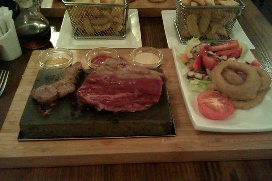 Cattlemans Steakhouse: 12oz fillet on a rock