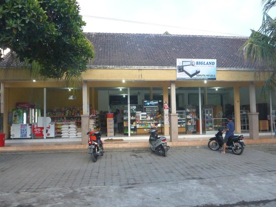 Pondok Ayu: The local supermarket