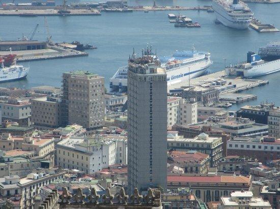 NH Napoli Ambassador: El hotel se puede ver prácticamente desde todo Nápoles