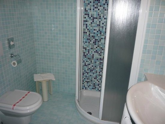Montresor Hotel Palace: Shower