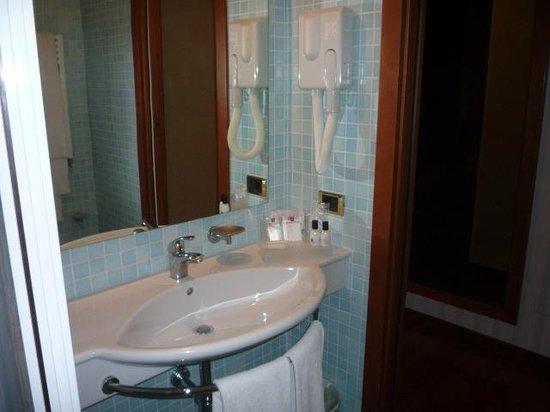 Montresor Hotel Palace: Bathroom