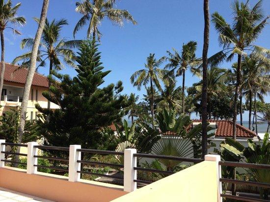 Legong Keraton Beach Hotel: Garden