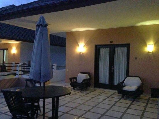 Legong Keraton Beach Hotel: Balcony