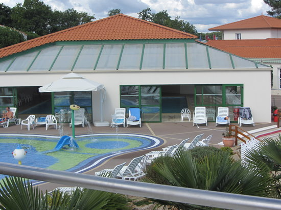 Camping les Pins Parasols : childrens pool