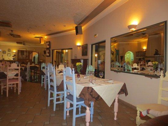 Mirage Restaurant: Surrounding inside