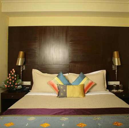 juSTa Greater Kailash, New Delhi : room & bed