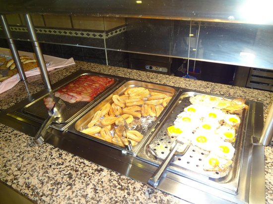 Carema Club Resort: The hot breakfast options - same every day