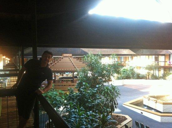 Millennium Buffalo: Il balcone sulla zona piscina