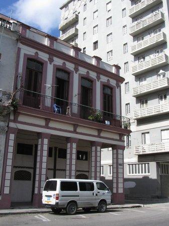 Casa Particular Sr. Wilfredo Carrasco: La casa di Wilfredo vista dalla strada