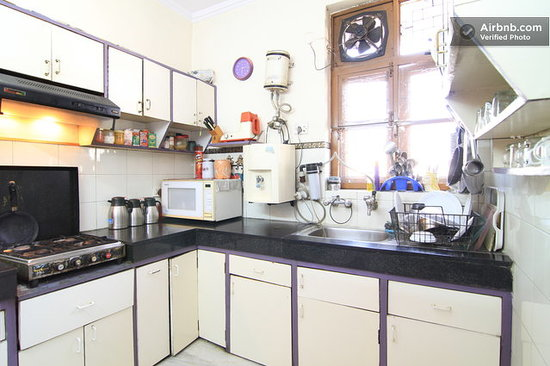 Holiday Homestay: Well Stocked Kitchen