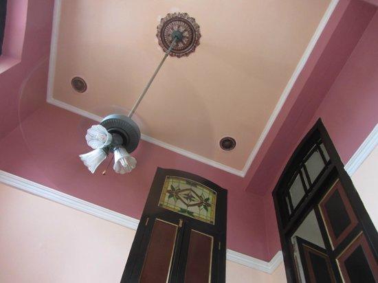 Casa Particular Sr. Wilfredo Carrasco: Soffitto della camera