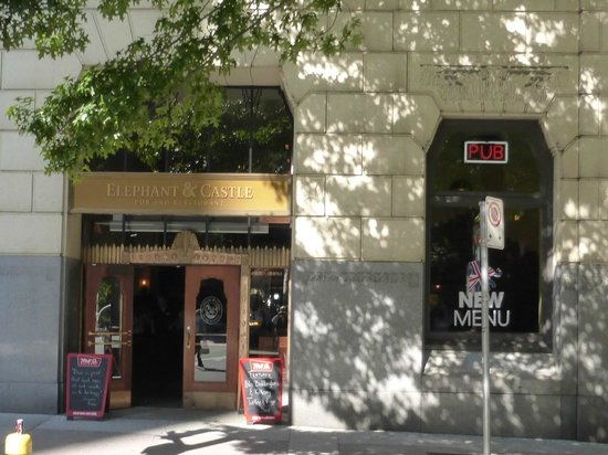 Elephant & Castle Pub & Restaurant: Pub Exterior