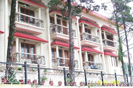 Monarch hotel mussoorie hotel reviews photos rate - Mussoorie hotels with swimming pool ...