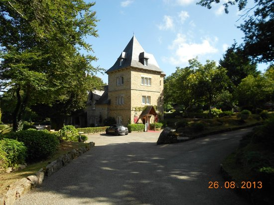 Chateau-Hotel Manoir de Kertalg : Main entrance to Manoir Kertalk