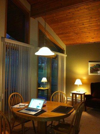 Fairmont Mountainside Vacation Villas: Fairmont Mtn.Side dining/living area