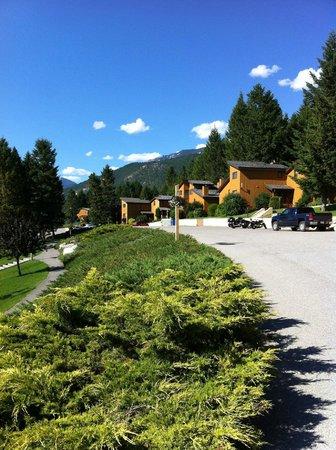 Fairmont Mountainside Vacation Villas: Fairmont Mtn. Side - view from street
