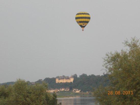 Siblu Villages - Domaine de Dugny: Ballooning over River Louire