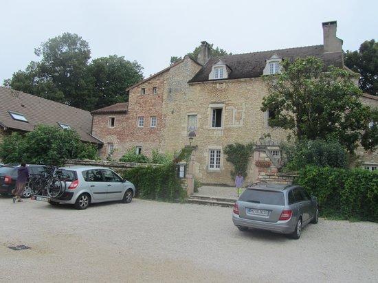 Domaine de Moulin Madame : forecourte