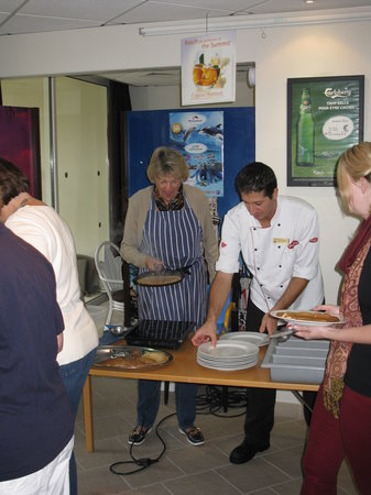 Le Club Mougins : Cooking crepes with Cedric