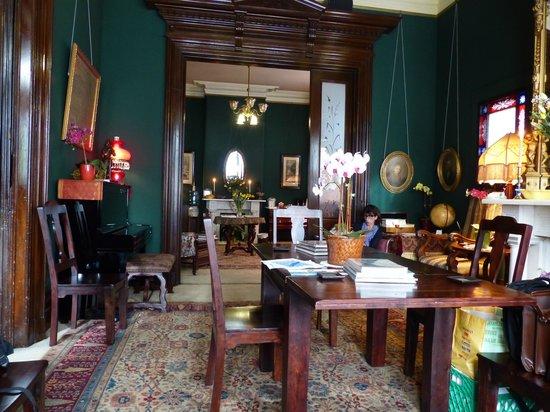The Inn San Francisco: Salon servant aussi de salle de petit déjeuner