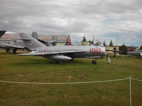 Musee Europeen de l'Aviation de Chasse : musee de l avion