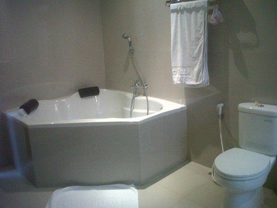 Gino Feruci Villa Lovina: Bathroom View (Clean & Bright)