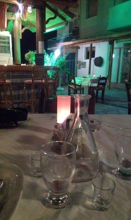 Julia Apartments: Taverna