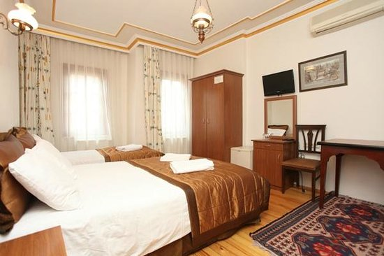 Gul Sultan Hotel: A TRIPLE ROOM
