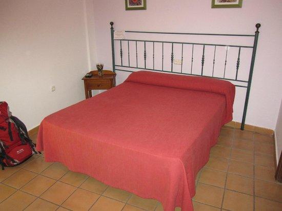 Hostal El Gallo: Zimmer