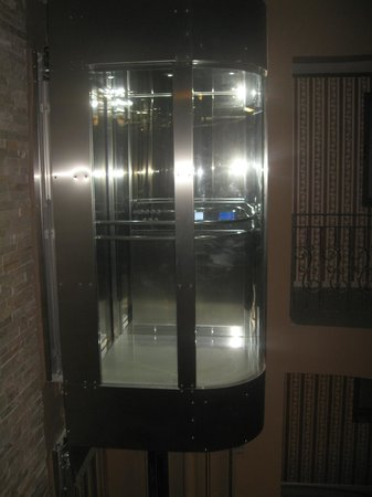 Real Hotel: The elevator