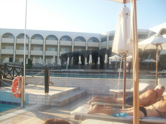 Kalithea Horizon Royal : mythos pool and bar