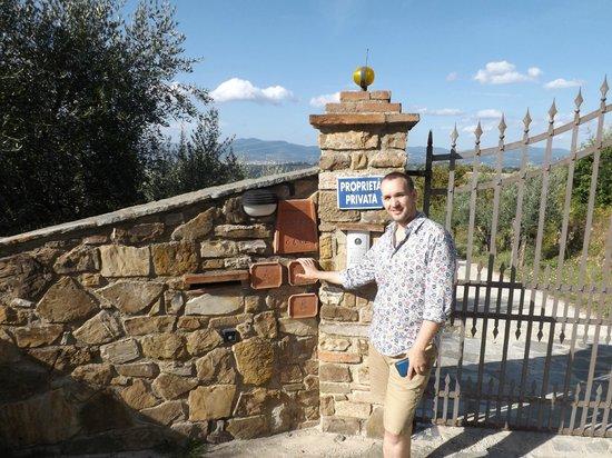 Podere Le Cave: gate villa