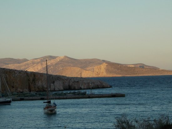 Vrahos Boutique Hotel : Sunset over Sikinos from Vrahos Hotel