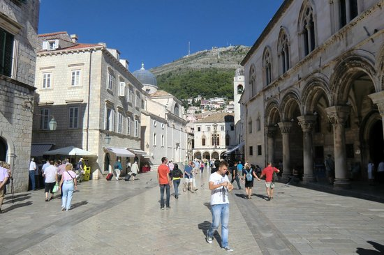 Dubrovnik Day Tours: Walking area..