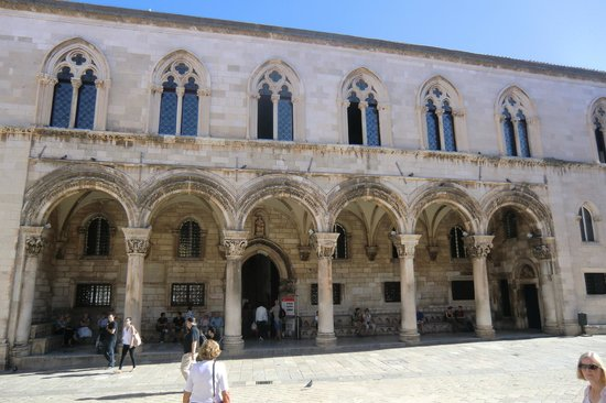 Dubrovnik Day Tours: Church inside Dubrovnik
