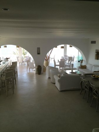 Mykonian Mare Luxury Suites Hotel: Blick von der Rezeption