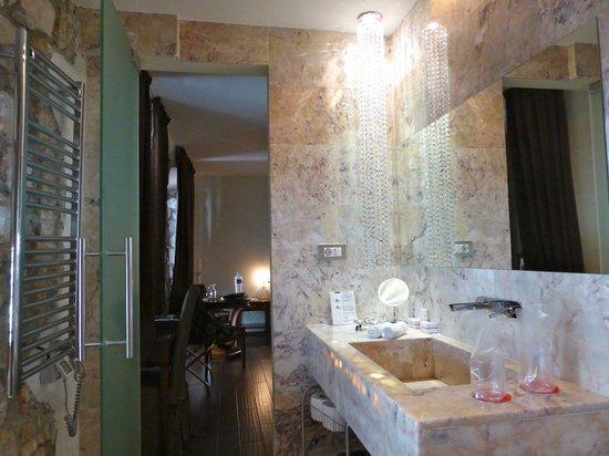 Hotel Astoria : Inside the room