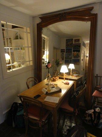La Poule Bleue: dining room