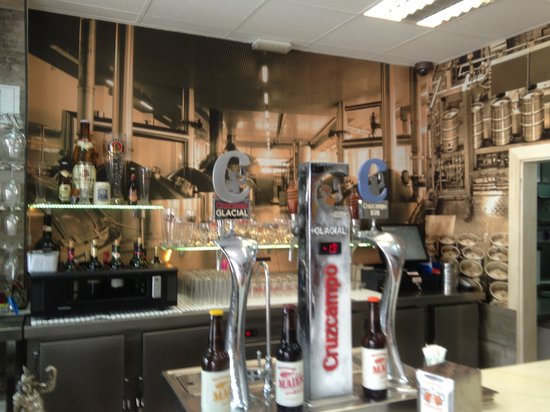 Parte de decoracion del local picture of cerveceria los for Decoracion de cervecerias