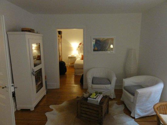 La Poule Bleue: living room