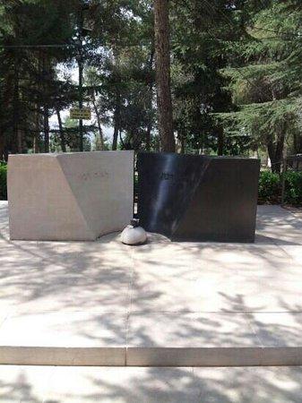 Mount Herzl National Cemetery : stèle en souvenir de Itzaak Rabin et Léa son épouse