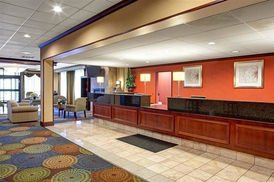BEST WESTERN PLUS Lockport Hotel: Front Desk Registration Area
