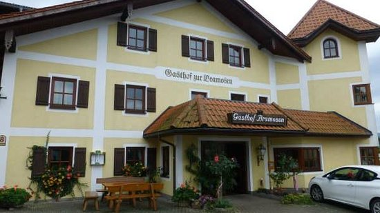 Gasthof Hotel Bramosen: View from the arrivals area, Plenty of parking space