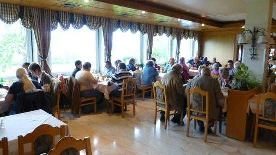 Gasthof Hotel Bramosen: Light and comfortable dining area